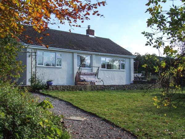 ROOTS AND BERRY HOUSE, single-storey, modern cottage, woodburner, near Symonds Yat, Ref 20384 - Image 1 - Symonds Yat - rentals