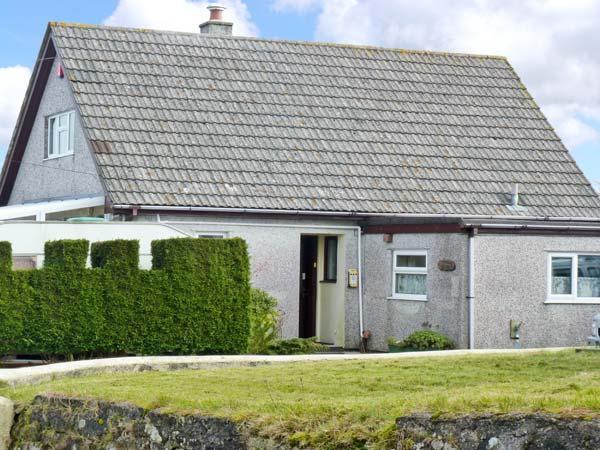 YAZUMEZ, en-suites, ground floor bedroom and bathroom, in Rescorla, Ref 20591 - Image 1 - Cornwall - rentals