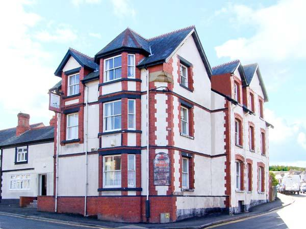 SHIP INN large holiday home with twelve bedrooms, near to coast in Old Colwyn Ref 22861 - Image 1 - Old Colwyn - rentals