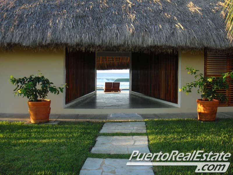 Entranceway to La Casa de La Playa's living room and beachfront patio. - La Casa de la Playa: Award winning luxury design! - Puerto Escondido - rentals