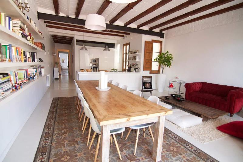 Big table for fabulous dinners! - Spacious, Cozy, Centrally Located- Up To 8 People - Barcelona - rentals