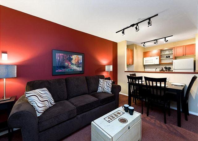 100 Glaciers Reach this 1br home has a hot tub & pool in Whistler Village - Image 1 - Whistler - rentals