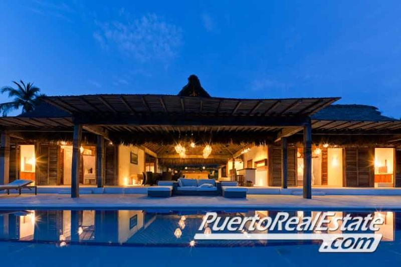 Villa Seacayuno beachfront pool view - Villa Seacayuno: New, 4.5BR home in Los Naranjos - Puerto Escondido - rentals