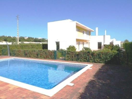 Modern villa air conditioned & fenced pool safety - Image 1 - Albufeira - rentals