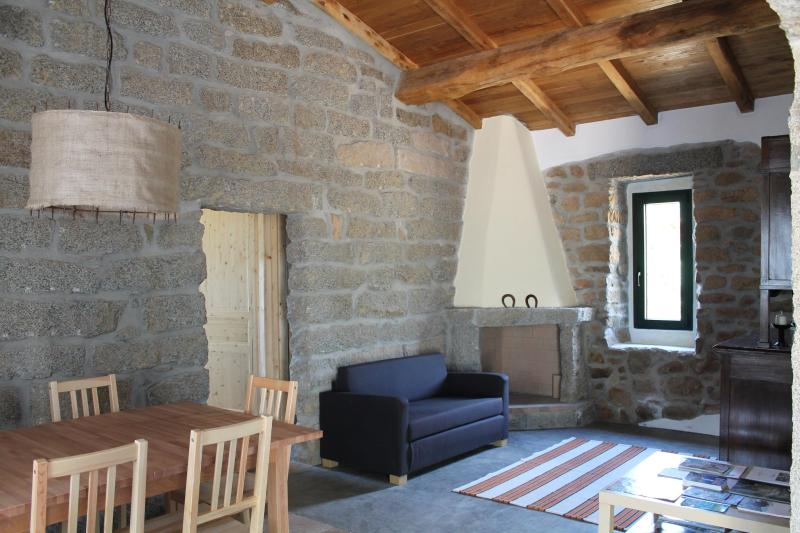 Living room and dining room with open fireplace - Tipical farm house away from it all - Luogosanto - rentals