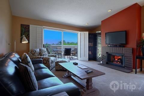 Spacious Open living room with mountain views - Newly Remodeled - Panoramic Golf & Mountain Views - Free Tennis & Fitness Desert Falls Country Club - Palm Desert - rentals