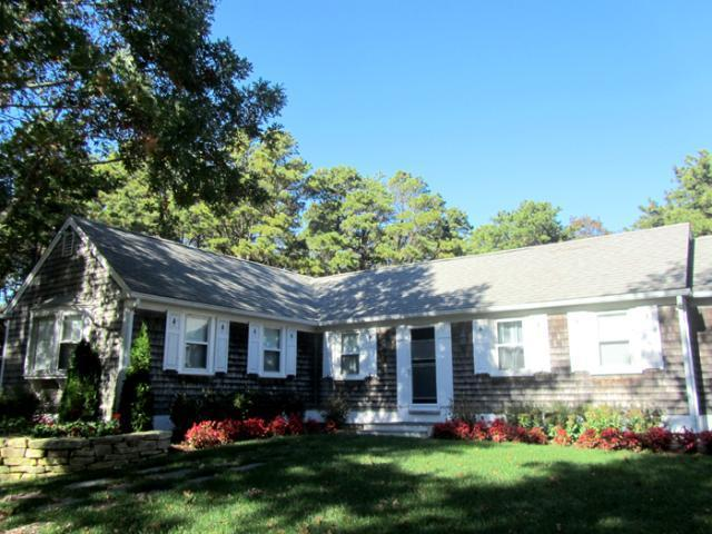 Lovely L-shaped ranch & walk to beach (1333) - Image 1 - Truro - rentals
