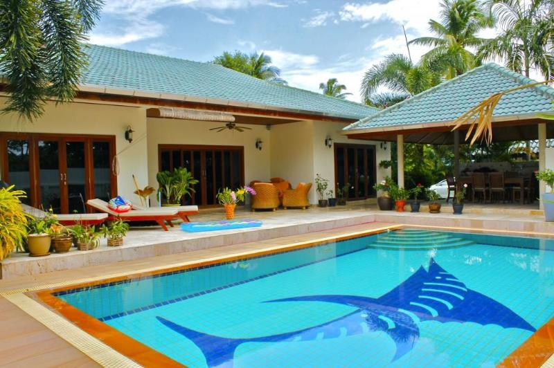 Rawai Pool Villa 2 - Image 1 - Nai Harn - rentals