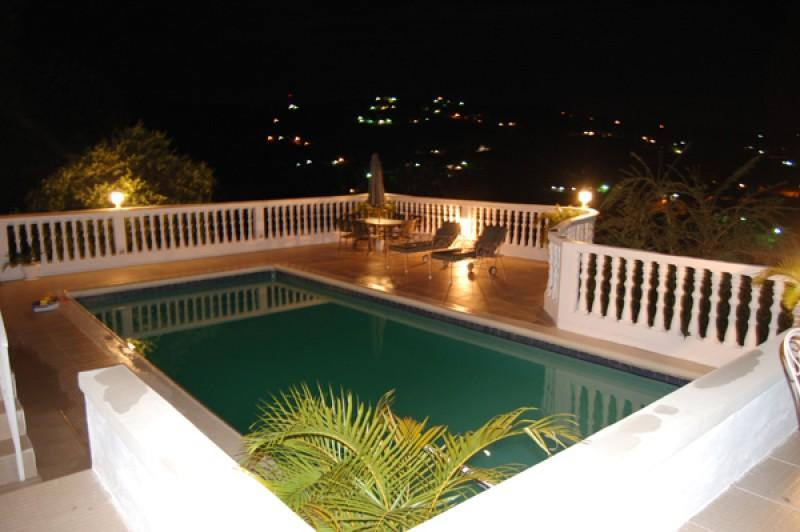 PARADISE PTG - 102895 - BRAND NEW | LUXURY 7 BED VILLA WITH POOL | NEAR BEACH - RUNAWAY BAY - Image 1 - Discovery Bay - rentals