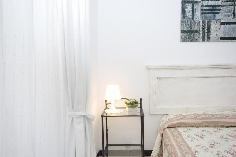 Rome Vacation Rentals near Colosseum - Rome Colosseum Apartment - 3BR/2BATHS WIFI SAT TV - Rome - rentals
