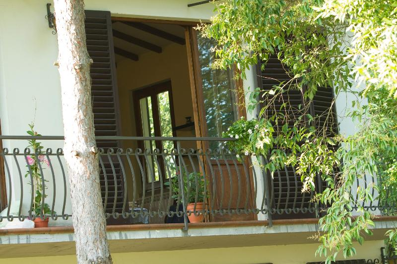Front balcony overlooking garden - Casa Anna - Terranuova Bracciolini - rentals