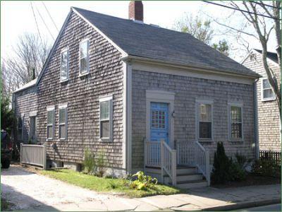4 Bedroom 2 Bathroom Vacation Rental in Nantucket that sleeps 8 -(10385) - Image 1 - Nantucket - rentals