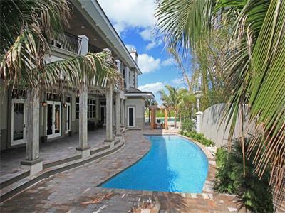 Amazing 5 bedroom waterfront residence! - Image 1 - Nassau - rentals