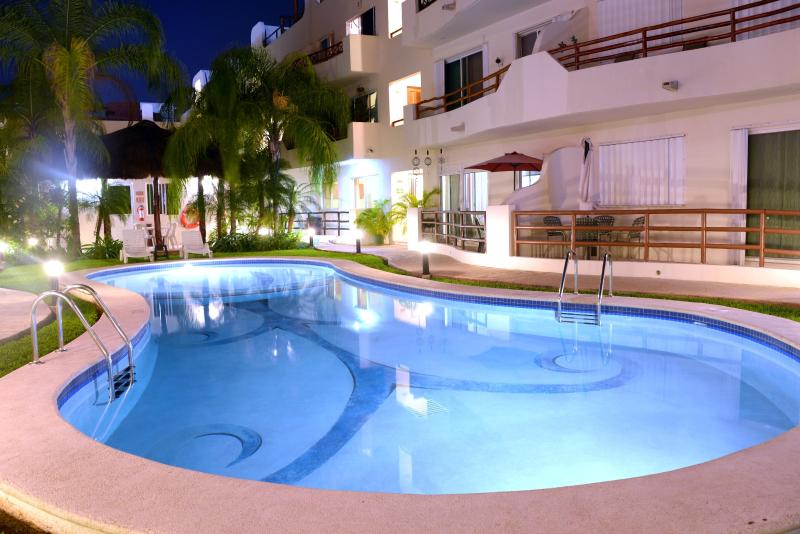 Margaritas 2 - Downtown Penthouse, Great Pool, Wi-Fi, Sleeps 6 - Playa del Carmen - rentals