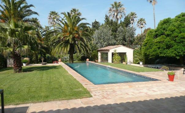 Saint-Tropez Beautiful Holiday Home with a Garden - Image 1 - Saint-Tropez - rentals