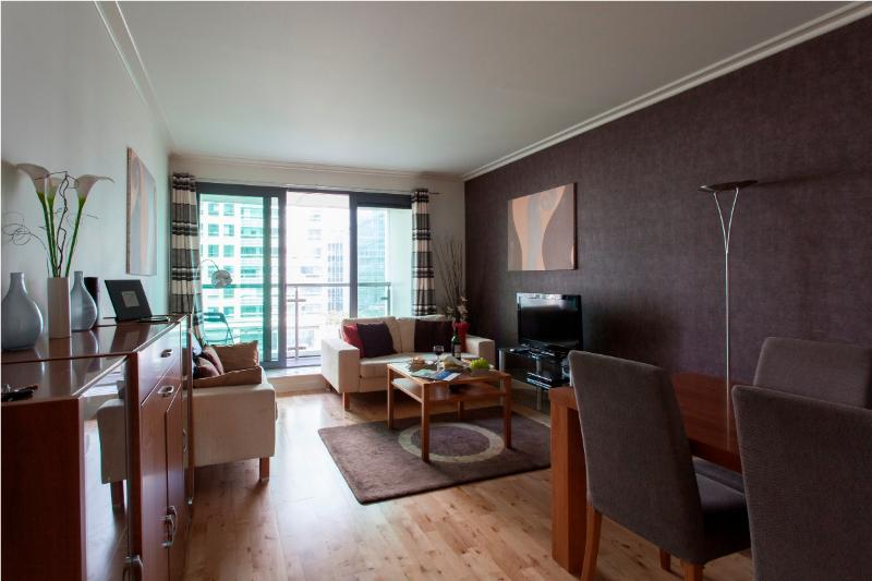 Dockland West 2 bedroom apartment in Canary Wharf - Image 1 - London - rentals