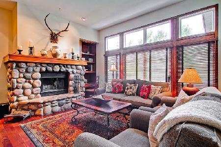 Highlands Townhome 2 - Beaver Creek, family-friendly en-suites, Ski-in/ski out - Image 1 - Beaver Creek - rentals