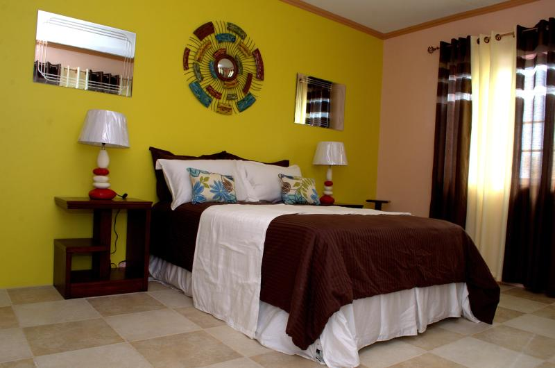 Hand picked pieces makes each room unique. - KIMOCHI Escape the rush! 20 min fr Kingston center - Kingston - rentals