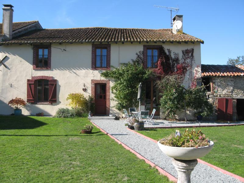 Farmhouse with garden - 150 year old Farmhouse at  the edge of the Forest - Rancon - rentals