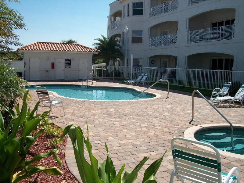 Pool Area & Hot Tub - VILLAS OF OCEAN GATE - VILLAS 106 / NEWEST BEACHSIDE CONDOS - Saint Augustine Beach - rentals