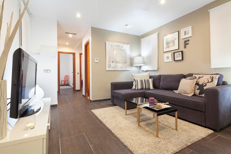 3 Bedrooms Apartment - Casa Corsega - Image 1 - Barcelona - rentals