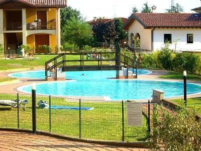 Interior Courtyard With Pool - Comfortable flat, x 4, with pool, 900mt fm beaches - Puegnago sul Garda - rentals