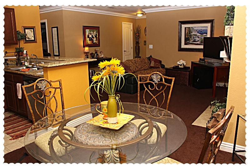 Cozy 2 Bed/Bath Condo - Beautiful 2 Bed/Bath Condo Mins From The Strip! - Las Vegas - rentals
