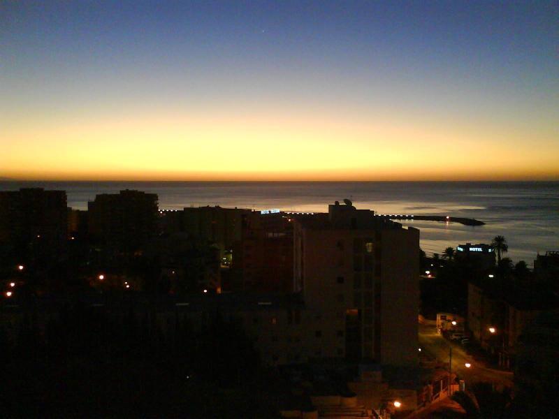 vistas desde el apartamento -amanecer- - Bonito Apartamento De Playa Con Increibles Vistas! - Malaga - rentals