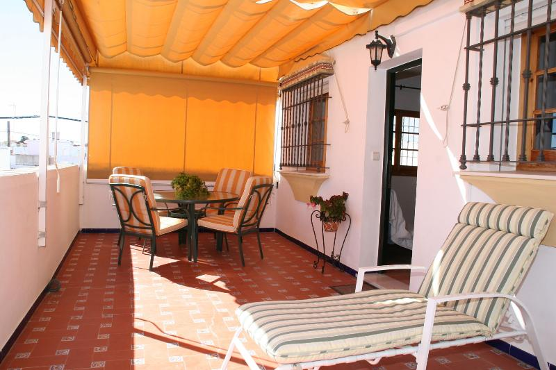 Extensive private terrace (30m2), very sunny (south facing) with awning and garden furniture. - Apartment in Chipiona, Costa de la Luz,, Spain. - Chipiona - rentals
