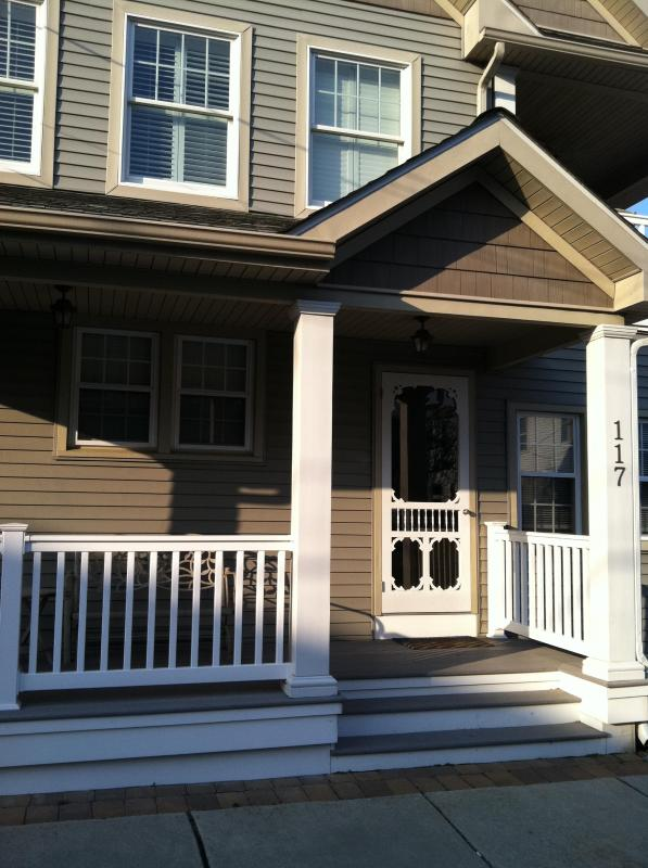First floor - 3 bedrooms- six blocks from Cape May beach or mall - Cape May - rentals