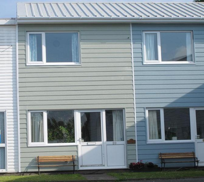 Exterior of 'Anemone' - 'Anemone', 20 Freshwater Bay Holiday Village - Freshwater East - rentals