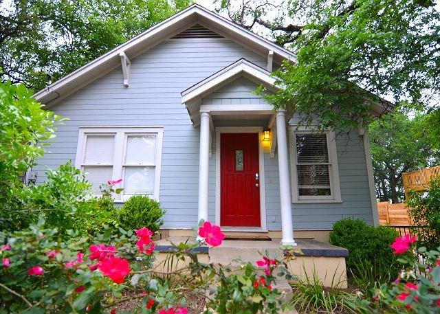 Front Yard - 3BR/2BA Home Close to Zilker Park, ACL and downtown - Austin - rentals