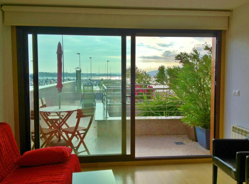 salón con vistas al mar y terraza - Luxury apartment with sea views - Vilanova de Arousa - rentals