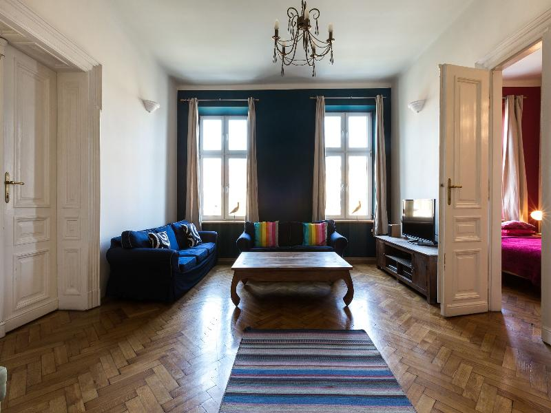 Furnished to a high standard with ample seating and space to relax. - 140sqm 3bdr 2 bth Stanislas Apartment in centre - Krakow - rentals