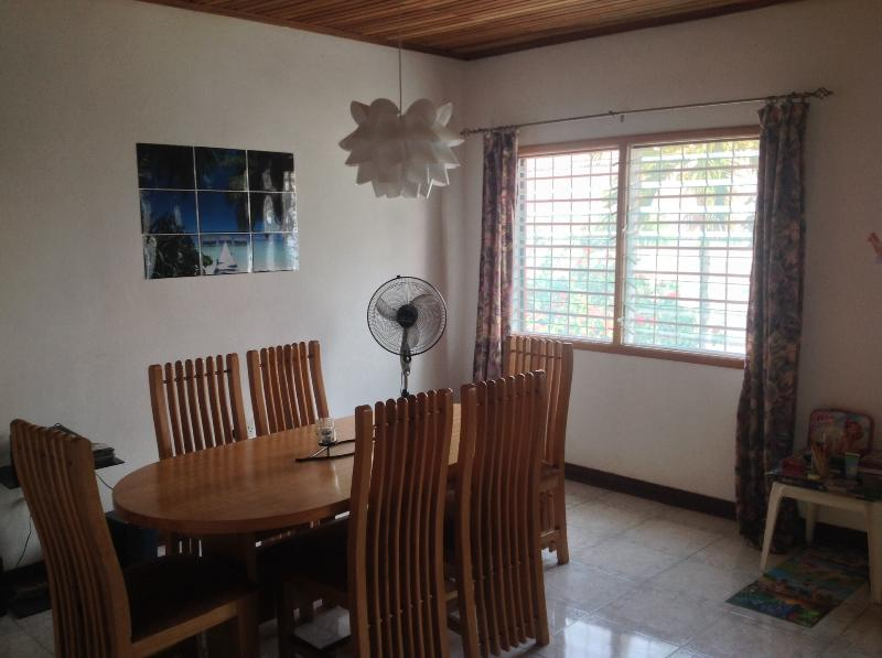 Main dining Area, day view - Charming family home with large tropical garden. D - Accra - rentals
