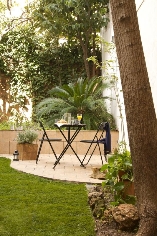 Incredible apartment with a big Garden - Image 1 - Barcelona - rentals