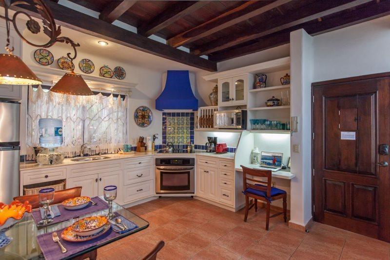 One Bedroom, Luxury Condo in the heart of Playa del Carmen - Image 1 - Playa del Carmen - rentals