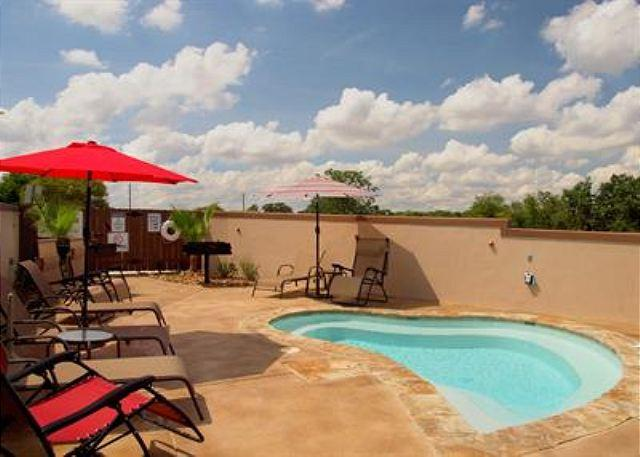 Spa Patio - UPSCALE VILLAS! Hinman A is sure to meet your vacation standards! - New Braunfels - rentals