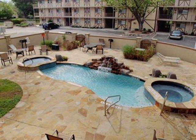 Courtyard - Beautiful Guadalupe River Escape only 6 blocks from SCHLITTERBAHN! - New Braunfels - rentals