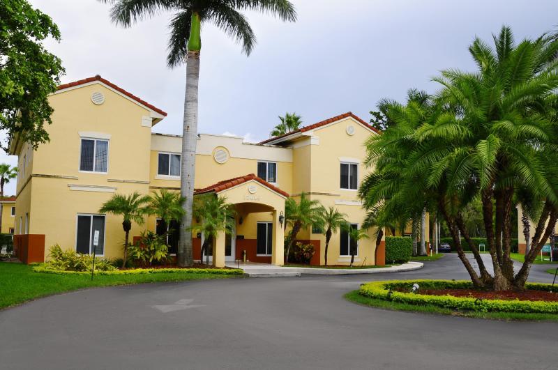 Three Bedrooms 2 Bathrooms in Kendall - Image 1 - Coconut Grove - rentals