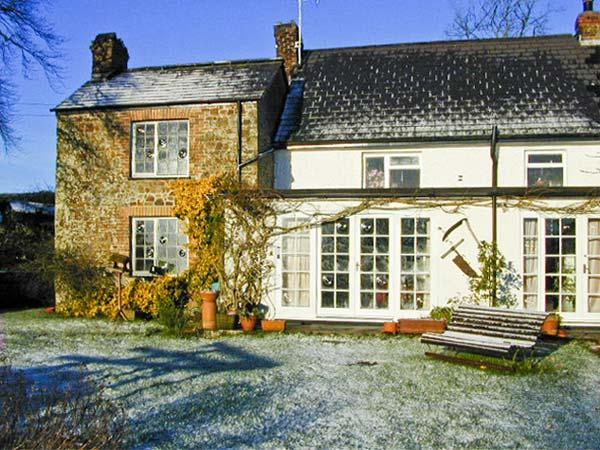 COLES COTTAGE, character cottage with woodburner, garden, country setting, near Holsworthy, Ref 23344 - Image 1 - Holsworthy - rentals