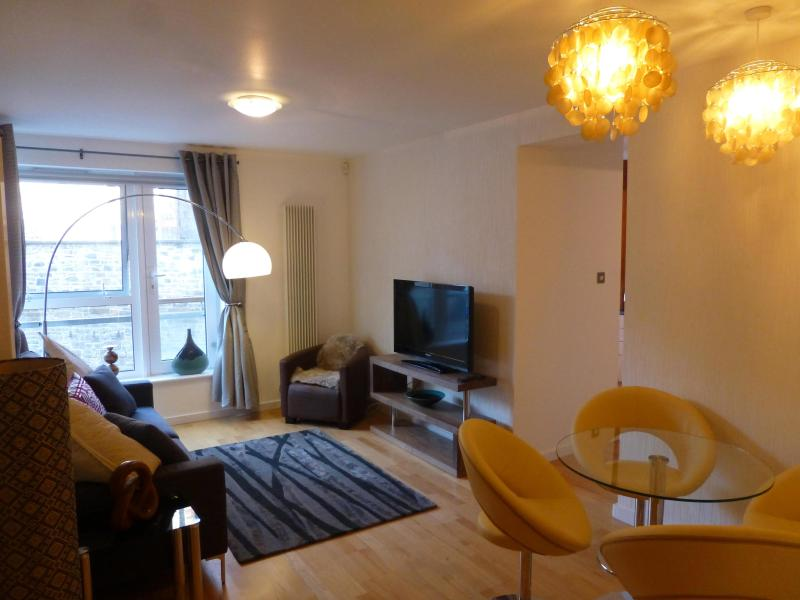 The living-room with dining area - The Park: Contemporary living beside Holyrood - Edinburgh - rentals