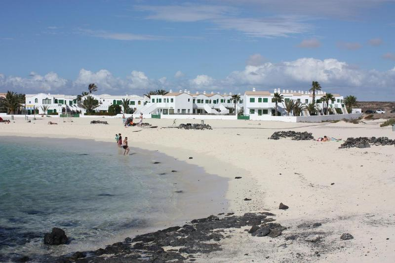 CHARMING APARTMENT DIRECTLY ON THE BEACH SAND - Image 1 - El Cotillo - rentals