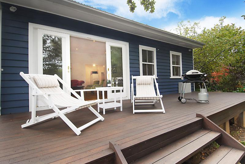 Relax on the entertainment deck - Poet's Cottage - Blue Mountains Tranquility - Wentworth Falls - rentals