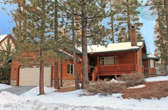 Pine Retreat Front View  - Pine Retreat Cabin an affordable Big Bear luxury Vacation Cabin in a quiet area yet minutes from Bear Mountain Resorts and all amenities. - Big Bear Lake - rentals