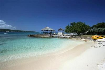 Sugary White Sand - Lovely Cottage on Beautiful White Sand Beach - Discovery Bay - rentals