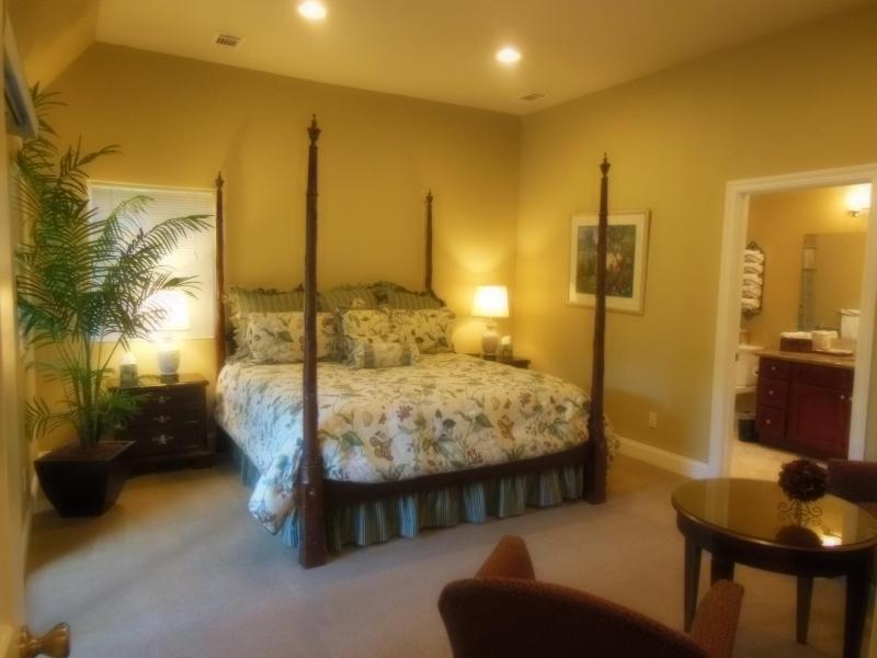 Master Bedroom Suite - Elegant Calistoga Wine Country Hideaway - Calistoga - rentals