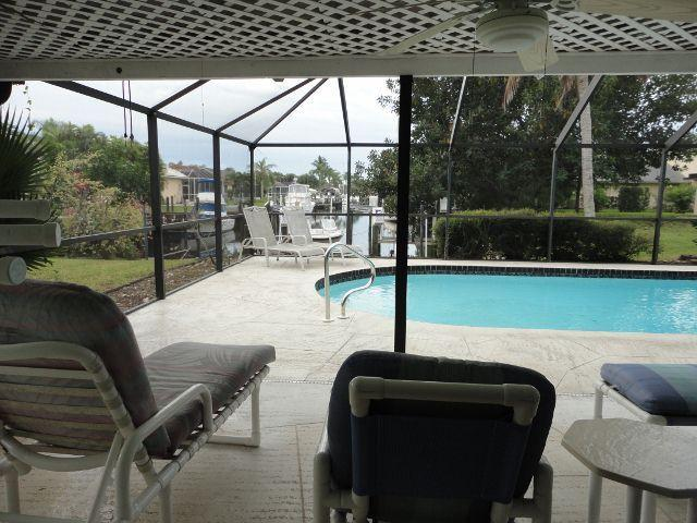 There are 5 chaise lounges to choose from as well as the dining table with 4 chairs! - Aqua Oasis - Cape Coral - rentals