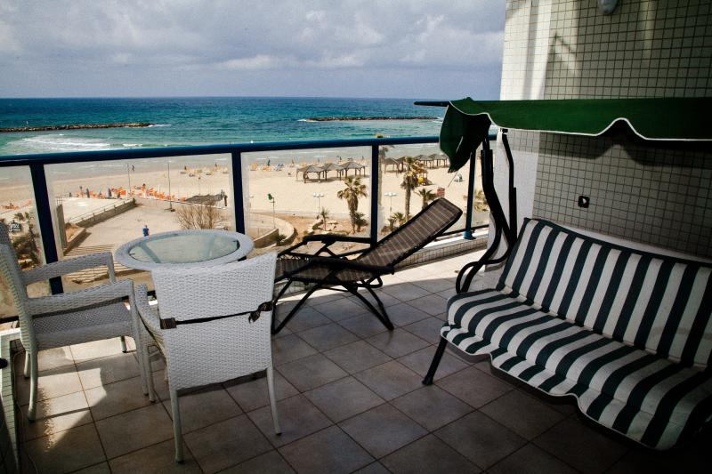 THE Beach Apartments Tel Aviv - First Line to the beach - Image 1 - Tel Aviv - rentals