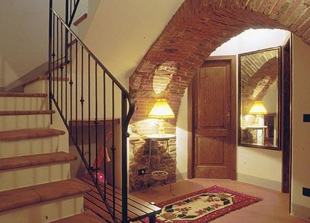 Hall and stairs - 2 Bedroom Vacation Rental at Appartamento del Borgo - Cortona - rentals